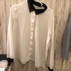 Grab 💼 6 for $20 Forever 21 cream black collar L